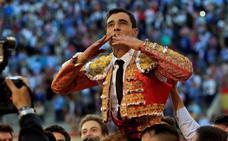 A hombros Paco Ureña