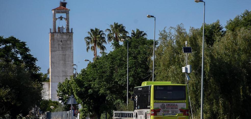 Un autobús pasa cada hora a 600 metros del aeropuerto de Badajoz, que sigue sin tener parada