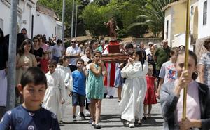 Niños procesionan a San Vito mientras su ermita sigue en ruinas