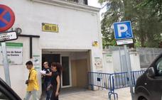 Una herida leve al desprenderse un cascote del centro de salud Los Pinos de Badajoz