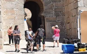 El rodaje en Trujillo de la serie 'Hernán. El hombre' se inicia en el castillo