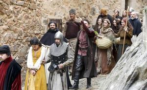 La serie de Hernán Cortés rueda en el casco viejo de Cáceres la juventud del conquistador