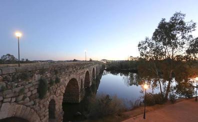 Iluminar el Puente Romano costará más de 170.000 euros