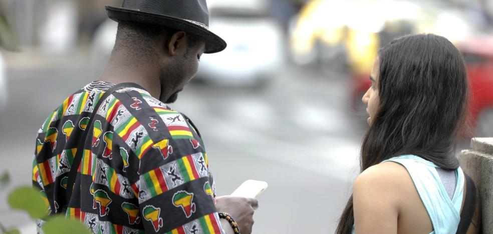 «Hui de Camerún por ser gay, mi familia prendió fuego a mi habitación»