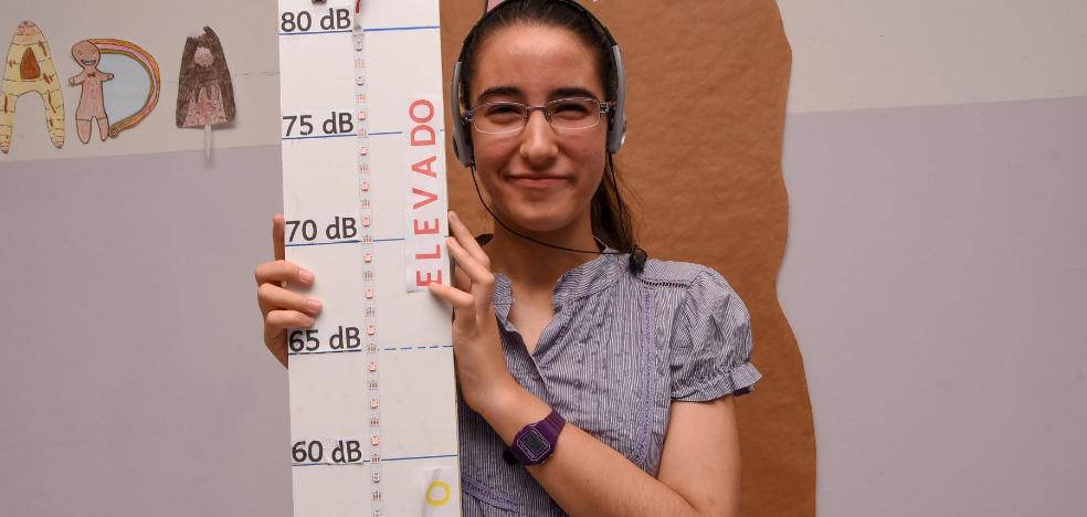 Una estudiante autista gana un premio por un trabajo sobre el ruido y su trastorno