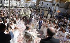 Un centenar de niños procesionan en la celebración del Corpus de Cáceres