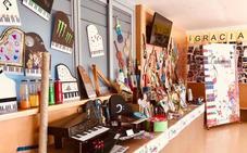 El colegio de Las Vaguadas de Badajoz enseña instrumentos reciclados