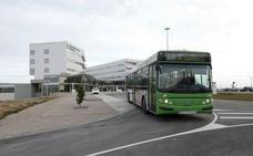 Salaya estudia la creación de una línea directa de autobús al nuevo hospital de Cáceres