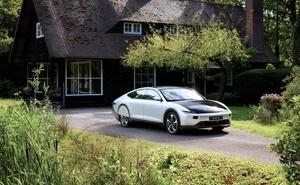 Así es el coche que se recarga con paneles solares