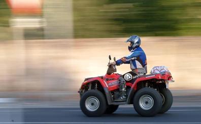 Multan a un hombre por permitir conducir un quad a su hijo de 11 años