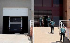 Los presos del 'procés' llegan a la cárcel catalana de Brians 2