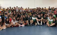 Corrales, con los jóvenes en el campus de Cáceres