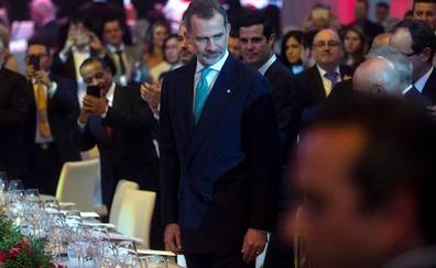 Felipe VI preside la Noche de la Logística en Barcelona y entrega los premios SIL
