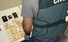Detenido en Badajoz por estafar 17.000 euros a un vecino de Huelva mediante el timo de los billetes tintados