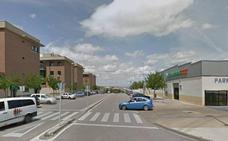 Herida una mujer de 43 años tras sufrir un atropello en el barrio cacereño de Mejostilla