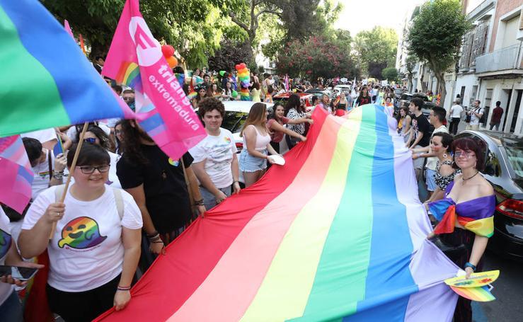 La marcha del orgullo LGBTI pone el broche a un día de reivindicación en Extremadura