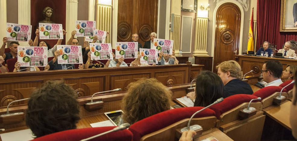 Cabezas critica que liberen a 14 ediles en Badajoz y Cs le acusa de que él le ofreció 16