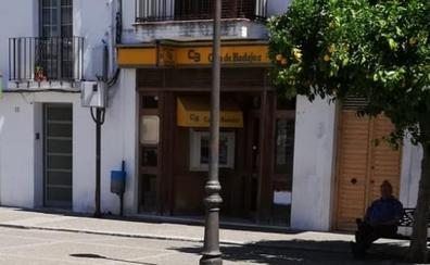 La Guardia Civil busca a un hombre que ha atracado una oficina bancaria en Alburquerque