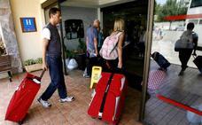 La patronal hotelera reclama una normativa estatal sobre viviendas turísticas