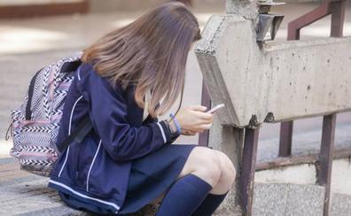 El 45% de los adolescentes extremeños reconoce un uso excesivo del móvil