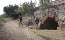 Peatones y ciclistas ya pueden utilizar la nueva senda de la cañada de Araya en el entorno de Mérida
