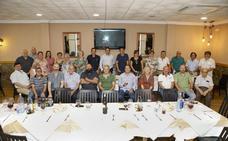 Homenaje del colectivo vecinal al concejal Víctor Bazo para agradecerle su labor