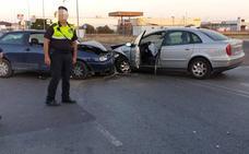 Dos heridos en una colisión entre dos coches en el polígono El Nevero de Badajoz