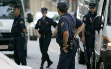 Arrestada una mujer por abandonar a sus tres hijos menores para irse con su novio
