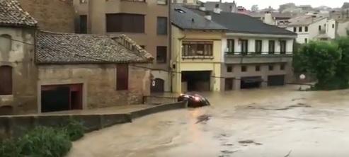 Un muerto tras ser arrastrado por el agua en las inundaciones en Navarra