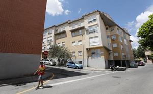 Roban en el interior de cinco pisos vacíos en la Urbanización La Cañada de Cáceres