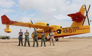 Un avión contra los incendios en Talavera