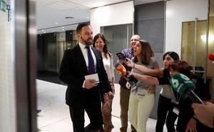 Vox tumba el Gobierno del PP en Madrid por la «repugnancia» con que le trata Cs
