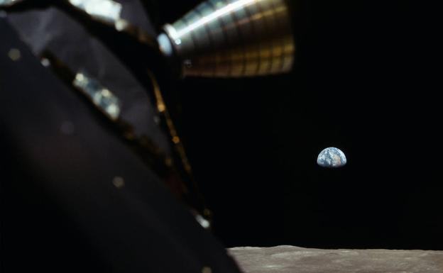 La Tierra, vista desde la Luna, en una imagen tomada desde el módulo lunar.