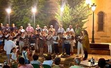 El coro Voces Vivas regala su música por calles y plazas