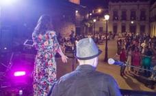 Mili Vizcaíno abre 'Acústicos al fresquito', que esta edición rinde homenaje a la mujer