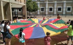 Sesenta menores participan en el comedor de verano de Don Benito