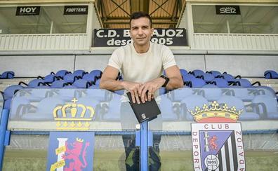 Óscar de Paula: «Sueño con ver al Badajoz en Primera»