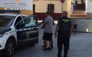 La Guardia Civil de Cáceres detiene en Málaga al autor de numerosas estafas por Internet