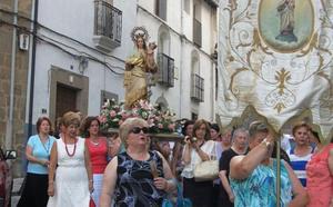La cofradía restaura la imagen de la Virgen del Carmen