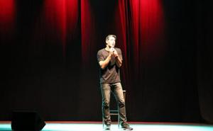 David Amor gana el premio del público del teatro en la calle en Villanueva de la Serena