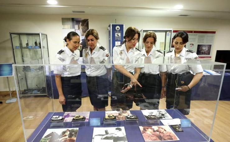 Exposición '40 aniversario de la mujer en la Policía Nacional' en Mérida