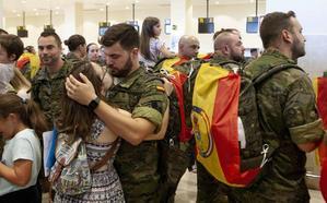 El segundo grupo de militares parte con destino a Letonia