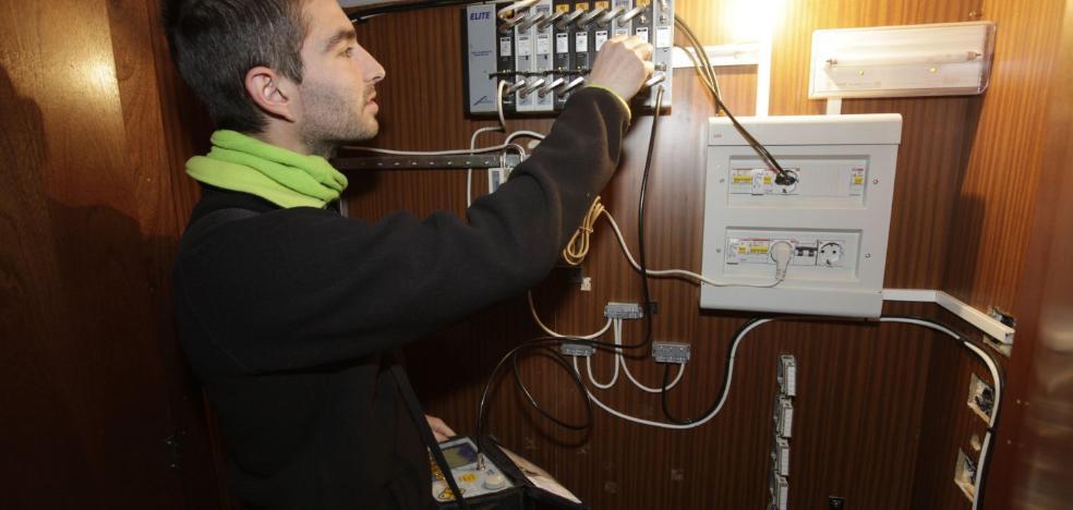 Las comunidades de vecinos deberán actualizar sus antenas para ver la TDT