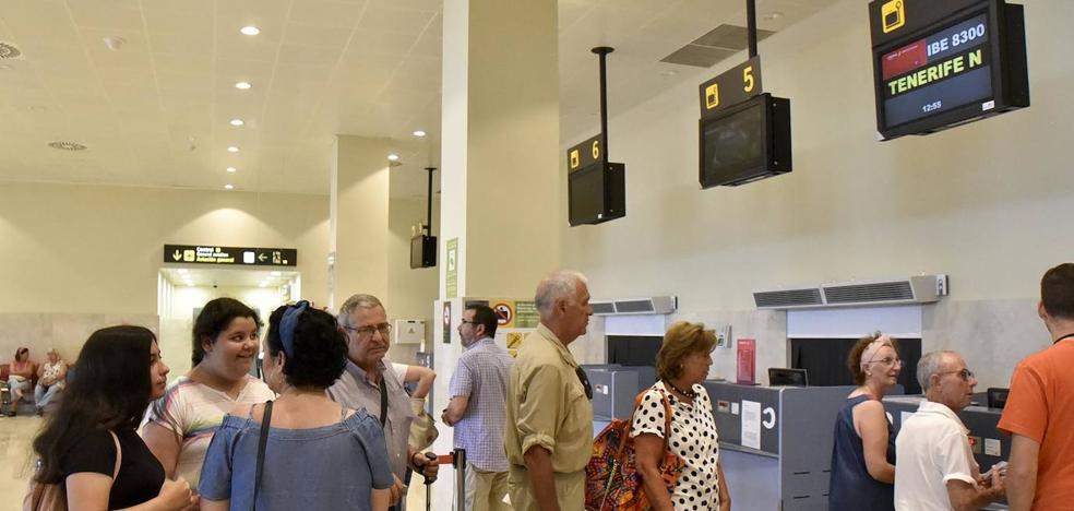 «Si no hubiera vuelos desde Badajoz, no habríamos ido a Canarias»