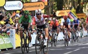 Ewan gana al sprint antes de la llegada a los Pirineos