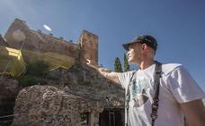 Los nidos de vencejos paran la obra de la muralla en la Torre de los Pozos de Cáceres