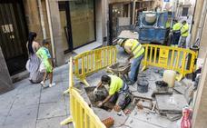 Obras de mejora en la calle placentina de los Quesos