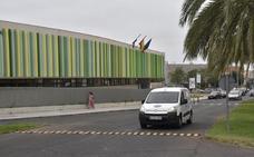 Colocan resaltes para frenar la velocidad de los vehículos en la avenida Antonio Cuéllar de Badajoz