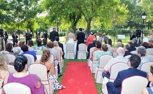 Las bodas civiles superan a las religiosas en la mayoría de grandes municipios extremeños