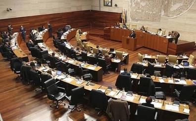 La Asamblea designa senadores autonómicos a Rafael Lemus y José Antonio Monago
